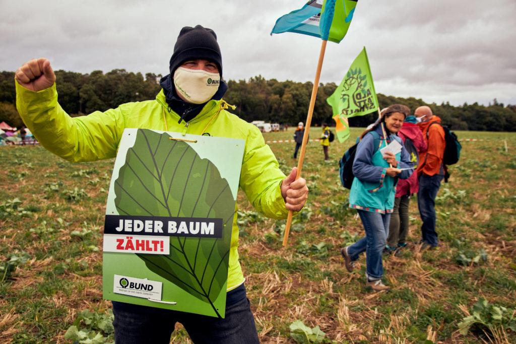 Jochen Kramer (BUND Hessen) zu Beginn der Danni bleibt-Demonstration (Foto: Niko Martin/ thegood.media)